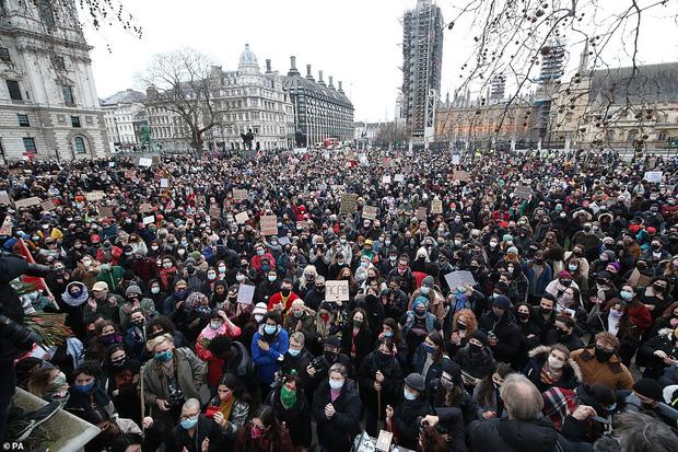 Vụ mất tích chấn động nước Anh: Cô gái biến mất giữa phố đông người không vết tích, danh tính thủ phạm gây làn sóng biểu tình toàn quốc - Ảnh 3.