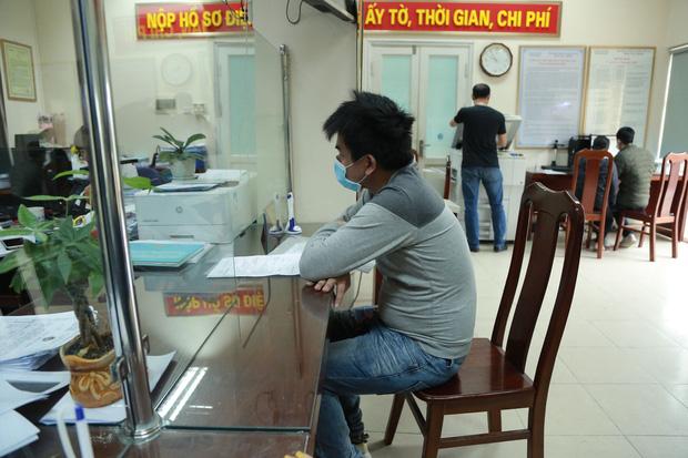 Người vô hình ở Hà Nội được cấp giấy khai sinh sau 30 năm - Ảnh 1.