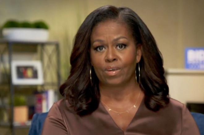 """Cựu Đệ nhất Phu nhân Michelle Obama bất ngờ tỏ rõ thái độ trước bão drama Hoàng gia Anh: """"Tôi không hề ngạc nhiên khi Meghan Markle kể lể - Ảnh 1."""
