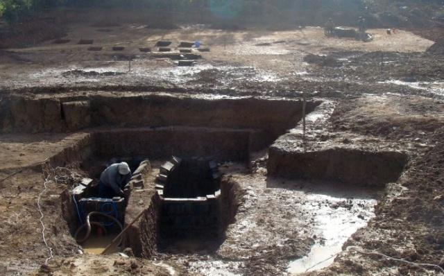 Bí ẩn 3001 thanh kiếm bảo vệ lăng mộ dưới đáy hồ suốt 2000 năm: Lộ diện sự thật khi rút cạn nước hồ - Ảnh 5.