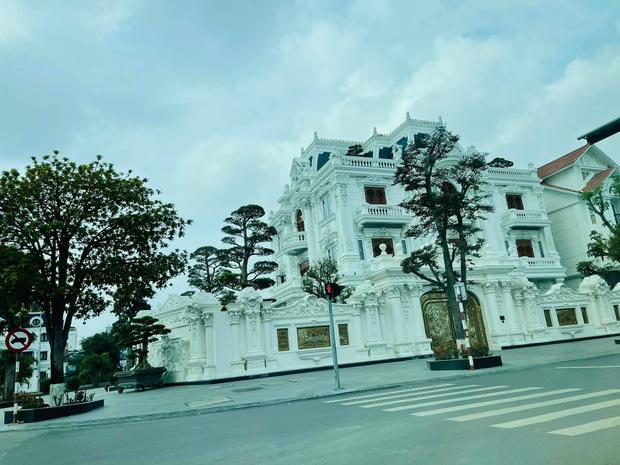 Choáng ngợp với loạt siêu lâu đài, biệt thự khủng ở đất cảng Hải Phòng - Ảnh 3.