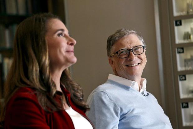 """Các tỷ phú giàu nhất thế giới gặp gỡ """"một nửa"""" của mình thế nào: Toàn những câu chuyện như ngôn tình, đỉnh nhất vẫn là ông chủ Facebook - Ảnh 1."""