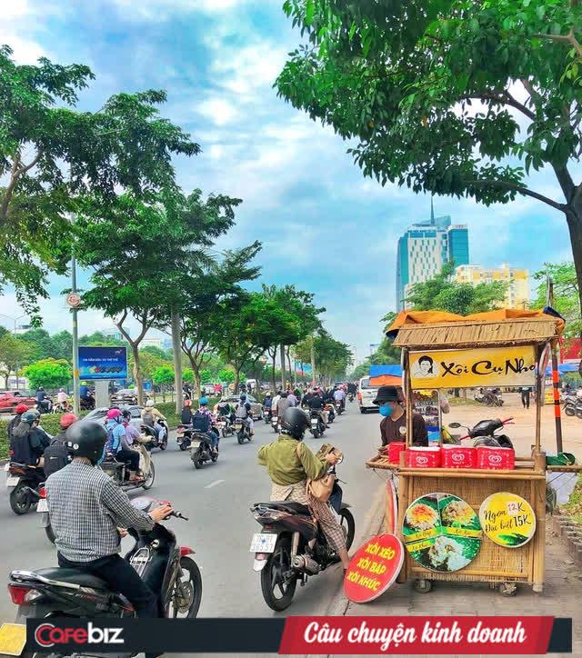 Bếp Cụ Nho làm chuỗi xe đẩy bán xôi vỉa hè tại Sài Gòn: Chi phí nhượng quyền 18 triệu đồng, đã có 39 điểm bán, là đối tác với Viejet Air, FPT... - Ảnh 2.