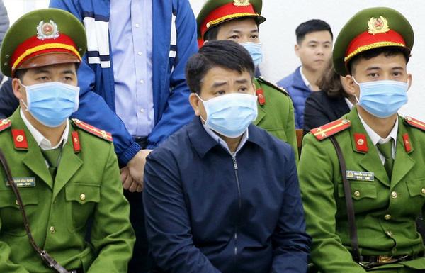 Luật sư phân tích về việc ông Nguyễn Đức Chung đang thi hành án tiếp tục bị khởi tố, chuyển tạm giam - Ảnh 1.