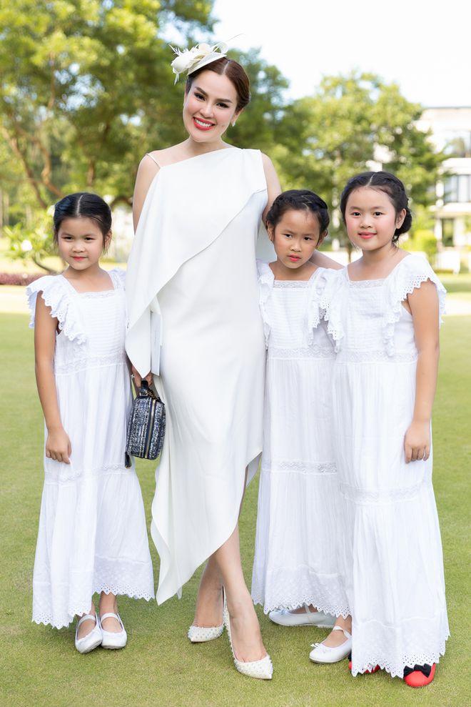 Hoa hậu Việt được tặng 6 tỷ vì giảm 6kg: Chơi hàng hiệu khét tiếng, quỳ gối rửa chân cho chồng - Ảnh 8.