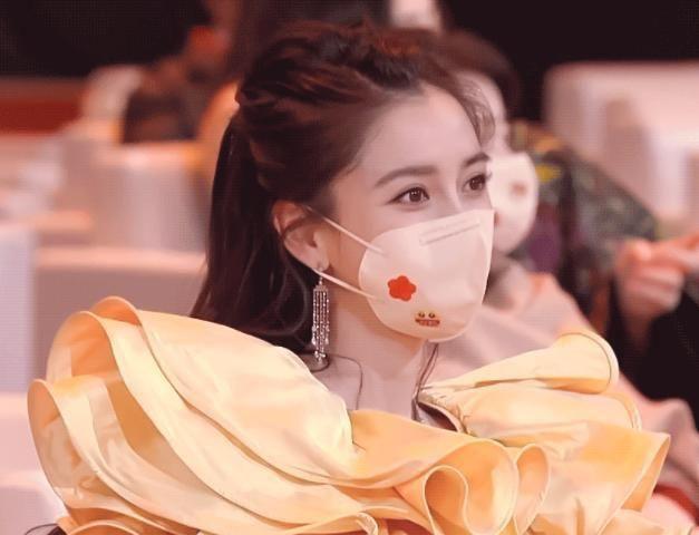 Angelababy phớt lờ Huỳnh Hiểu Minh, vợ chồng như hai người xa lạ - Ảnh 1.