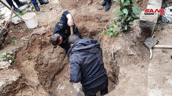 Xe QS Ukraine nổ tung, lính bắn tỉa Nga tung hoành ở Donbass - Mỹ chi viện bằng rác thải quân sự? - Ảnh 2.