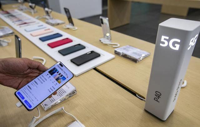 Sự khác biệt giữa việc mua smartphone trực tuyến và tại cửa hàng - Ảnh 3.
