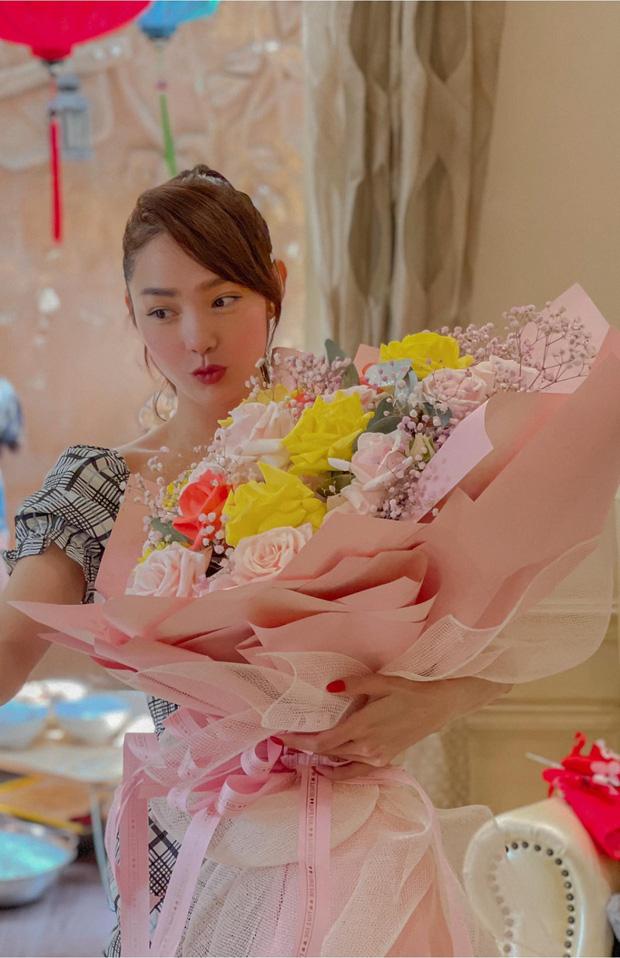 Minh Hằng dành 17 năm thanh xuân để lột xác: Từ bé Heo bị netizen tố phẫu thuật hỏng đến visual nữ thần gây bão xứ Trung - Ảnh 24.
