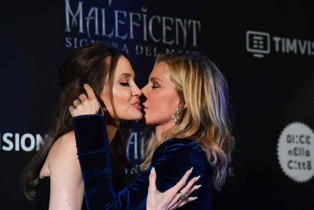 """Tranh cãi chuyện tình của Angelina Jolie hậu ly hôn: Hẹn hò đồng tính, bị nghi là Tuesday phá hoại gia đình """"Thor"""" và Johnny Depp? - ảnh 4"""