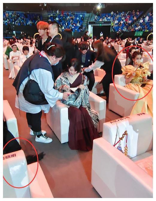 Angelababy phớt lờ Huỳnh Hiểu Minh, vợ chồng như hai người xa lạ - Ảnh 7.