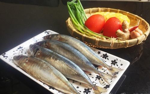 Cá nục kho cùng quả này ăn chua ngọt dễ chịu, không còn mùi tanh - Ảnh 1.