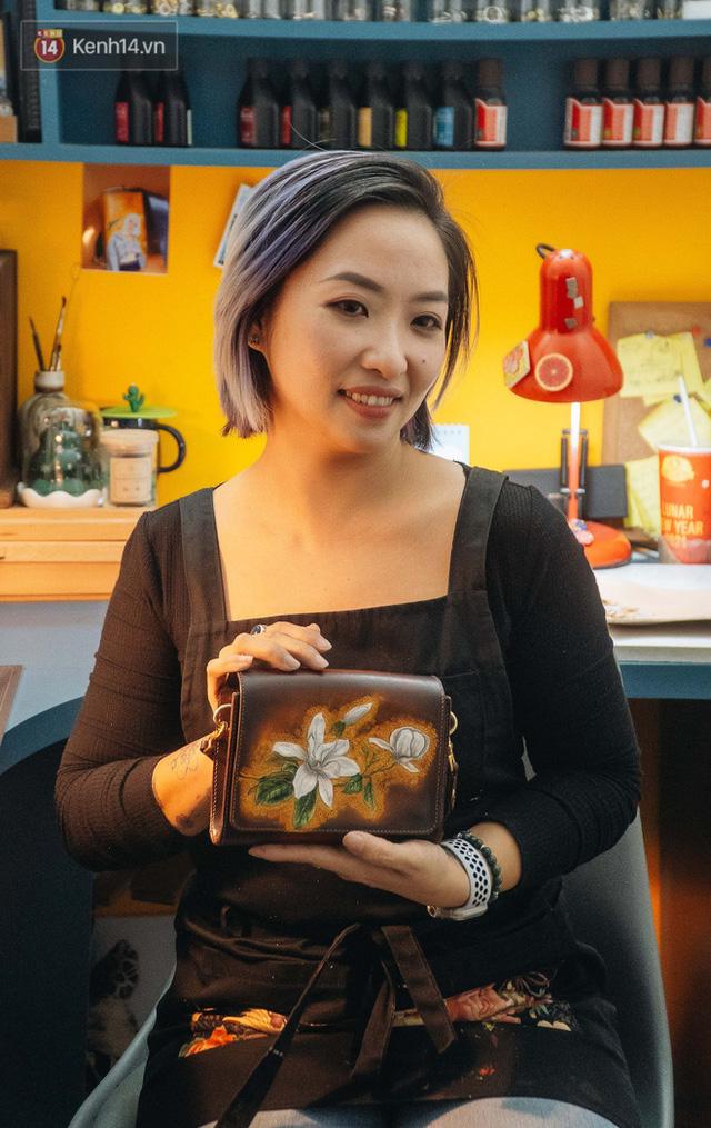 Bỏ công việc thiết kế, cô gái Hà Nội bắt đầu sự nghiệp điêu khắc kỳ lạ từ... miếng da vụn được cho - Ảnh 26.