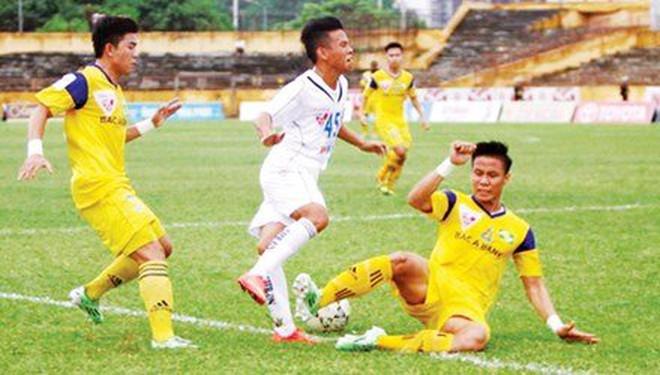 Hùng Dũng chịu nỗi đau trong bệnh viện song đây đâu phải lần đầu bóng đá Việt Nam dậy sóng - Ảnh 1.