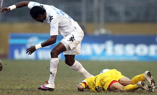 Hùng Dũng chịu nỗi đau trong bệnh viện song đây đâu phải lần đầu bóng đá Việt Nam dậy sóng - Ảnh 3.