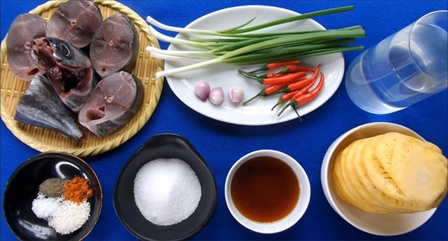 Cá ngừ kho dứa đảm bảo không tanh, thịt cá ăn chua ngọt đậm vị - Ảnh 1.