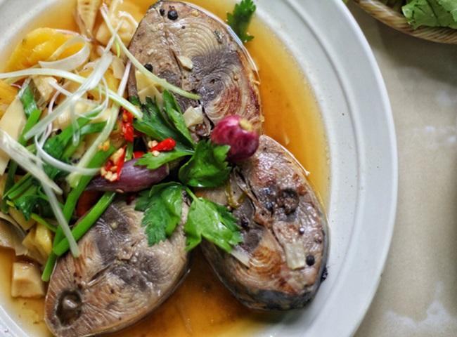 Cá ngừ kho dứa đảm bảo không tanh, thịt cá ăn chua ngọt đậm vị - Ảnh 3.