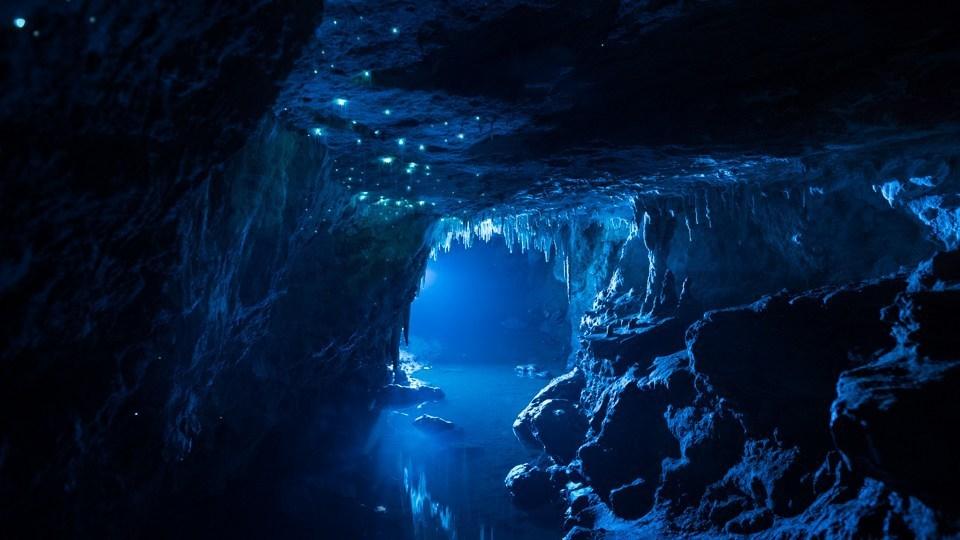 Hang động 30 triệu năm sáng lấp lánh nhìn qua ai cũng muốn xách ba lô lên và đi - Ảnh 1.