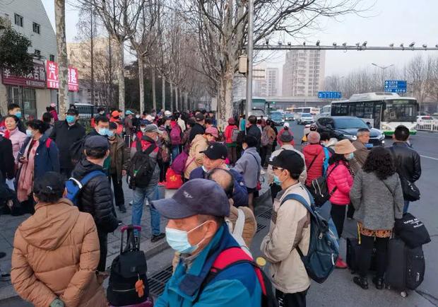 Đằng sau những tour du lịch giá siêu rẻ ở Trung Quốc: Trải nghiệm mệt mỏi dành cho những người đủ sức chạy sô - Ảnh 1.