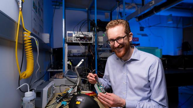 Startup Úc làm được điều IBM và Google phải bó tay: Tạo ra máy tính lượng tử hoạt động ở nhiệt độ phòng - Ảnh 2.
