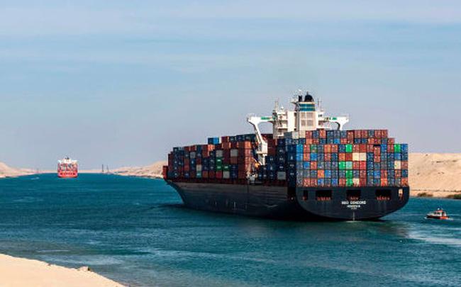 To như quả núi nhưng lại không có phanh, đây là cách những con tàu khổng lồ vượt kênh đào Suez suốt nhiều thập kỷ - ảnh 1