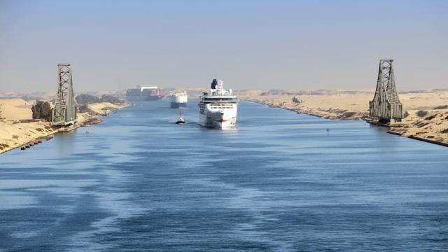 To như quả núi nhưng lại không có phanh, đây là cách những con tàu khổng lồ vượt kênh đào Suez suốt nhiều thập kỷ - ảnh 2