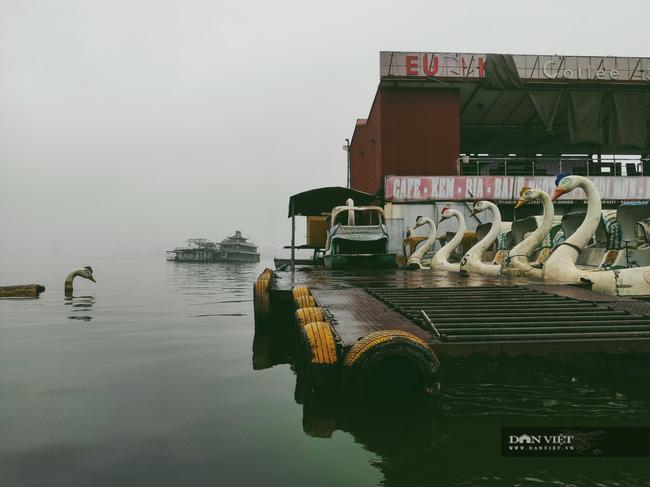 Thâm nhập nghĩa địa du thuyền ở hồ Tây: U ám, lạnh lẽo và bẩn thỉu - Ảnh 1.