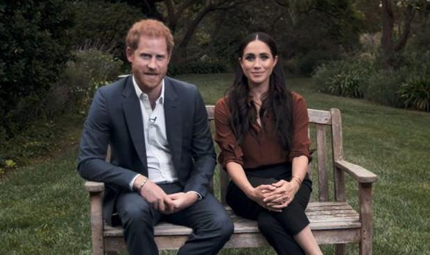 """Dư luận lại dậy sóng trước phản ứng """"ngây thơ vô số tội"""" của nhà Meghan hậu phỏng vấn dội bom lên hoàng gia, Harry nhận kết cục đắng ngắt - Ảnh 3."""