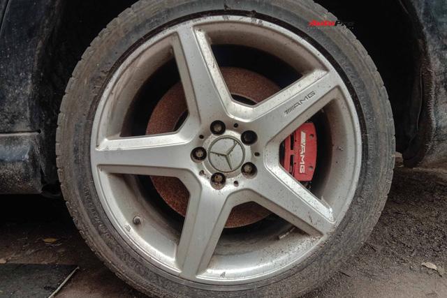 Nằm phủ bụi 5 năm tại Hà Nội, Mercedes-Benz S 63 AMG bạc tỷ khiến CĐM bàn tán khi một chi tiết vẫn nguyên vẹn - Ảnh 4.
