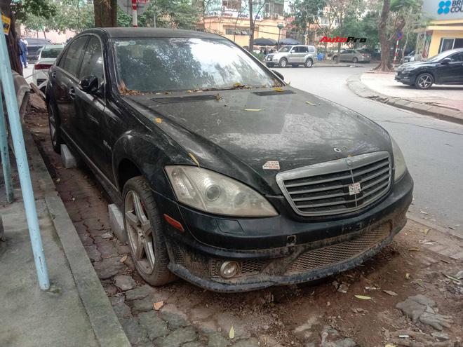 Nằm phủ bụi 5 năm tại Hà Nội, Mercedes-Benz S 63 AMG bạc tỷ khiến CĐM bàn tán khi một chi tiết vẫn nguyên vẹn - Ảnh 9.