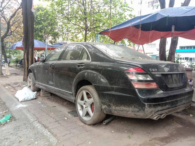 Nằm phủ bụi 5 năm tại Hà Nội, Mercedes-Benz S 63 AMG bạc tỷ khiến CĐM bàn tán khi một chi tiết vẫn nguyên vẹn - Ảnh 10.