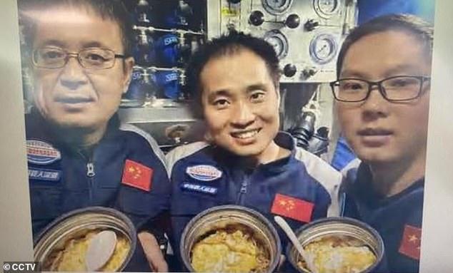 Trung Quốc đưa người xuống nơi sâu nhất hành tinh: Đoạn video ghi hình dưới đó mới thực sự đắt giá - Ảnh 3.