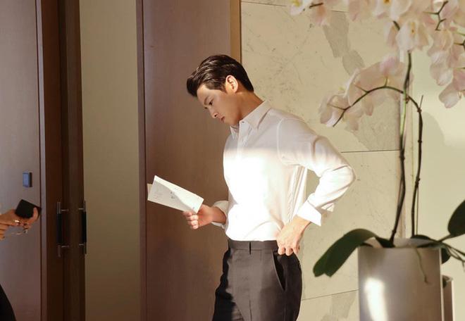 Song Joong Ki - Song Hye Kyo cùng đăng ảnh giống nhau đến bất ngờ, quay lại sau 2 năm ly hôn hay gì? - Ảnh 4.