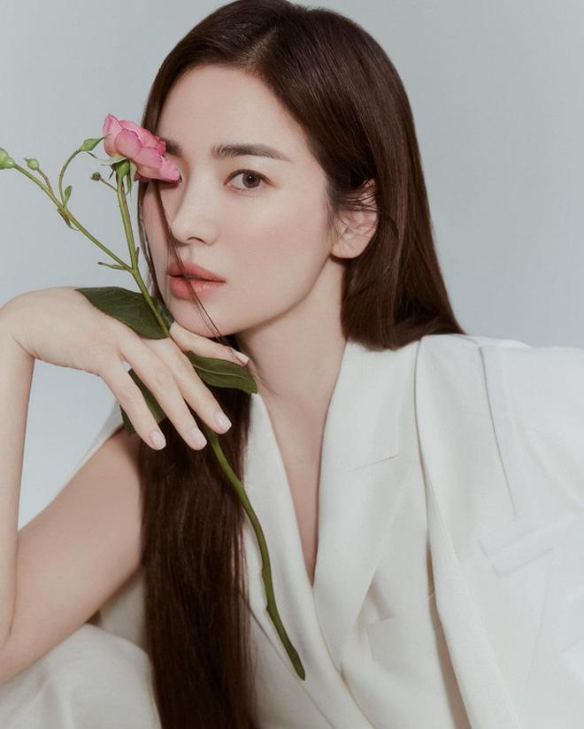 Song Joong Ki - Song Hye Kyo cùng đăng ảnh giống nhau đến bất ngờ, quay lại sau 2 năm ly hôn hay gì? - Ảnh 5.