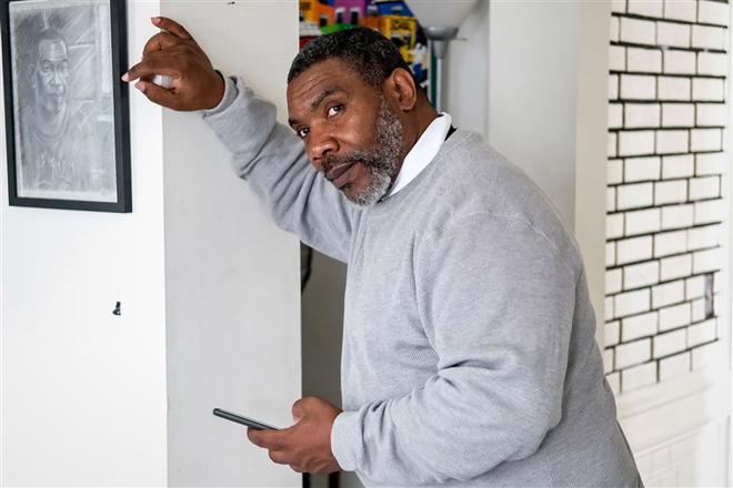 Ra tù sau 37 năm, người đàn ông ngơ ngác đối mặt với smartphone và con quái vật mang tên công nghệ - Ảnh 3.