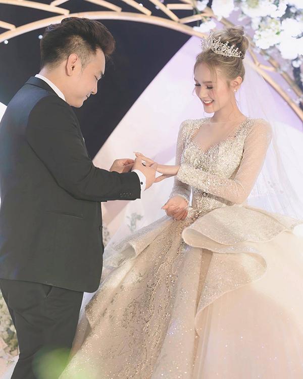 Sau đám cưới chục tỷ, vợ chồng streamer đại gia giàu nhất Việt Nam tố tật xấu của nhau - Ảnh 1.