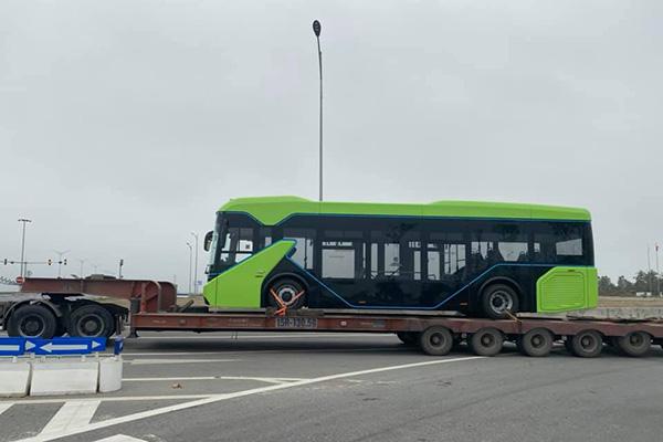 Lộ ảnh xe bus điện VinFast được vận chuyển về Hà Nội - Ảnh 5.