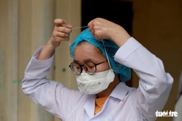 [NÓNG] Một nữ sinh nghi mắc Covid-19; Phát hiện 2 biến thể virus SARS-CoV-2 từ Anh vào Việt Nam - Ảnh 1.