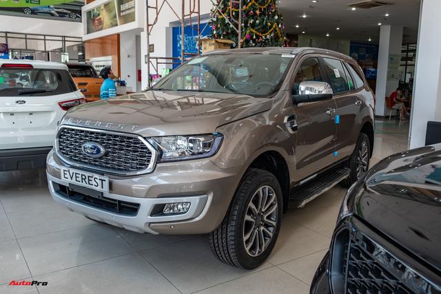 Đại lý xả kho Ford Everest phiên bản mới: Giảm kỷ lục 100 triệu đồng dù mới bán vài tháng tại Việt Nam - Ảnh 1.