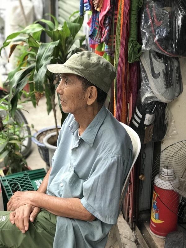 Hình ảnh đời thường của NSND Trần Hạnh: Đi bán giày dép mũ bảo hiểm, từ chối nhận trợ cấp - Ảnh 5.