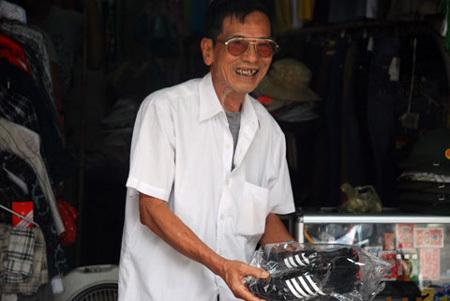 Hình ảnh đời thường của NSND Trần Hạnh: Đi bán giày dép mũ bảo hiểm, từ chối nhận trợ cấp - Ảnh 8.