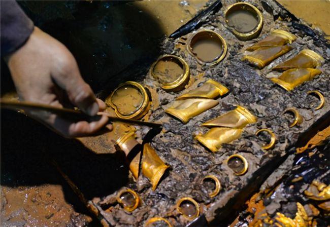 Lăng mộ may mắn nhất Trung Quốc: Mộ tặc đào 15m thì bỏ cuộc, ngờ đâu 10 tấn kho báu chỉ còn cách 5cm - Ảnh 3.