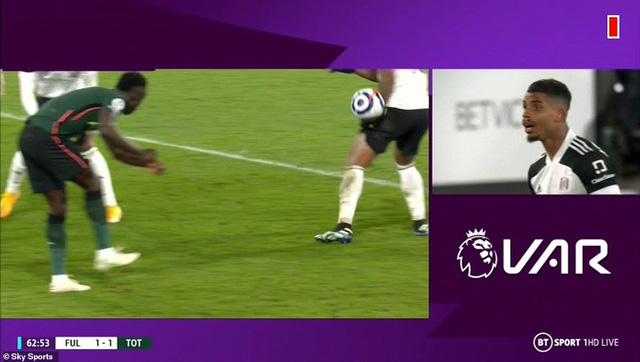 Fulham 0-1 Tottenham: Chiến thắng gây tranh cãi! - Ảnh 3.