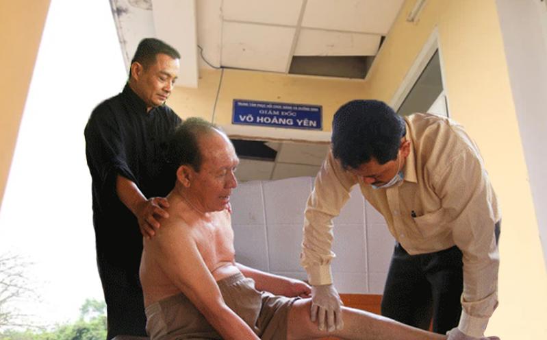 """""""Lương y"""" Võ Hoàng Yên được đặc cách mở trung tâm chữa bệnh ở Hà Tĩnh nhưng chỉ 1 năm thì giải tán"""