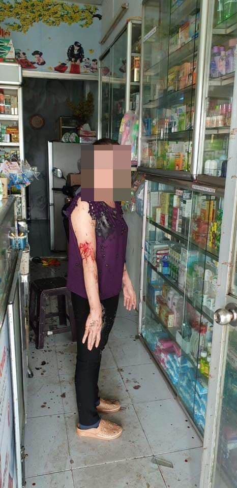 Nữ chủ tiệm thuốc tây bị tạt sơn, mắm tôm vì em trai mượn tiền không trả - Ảnh 3.