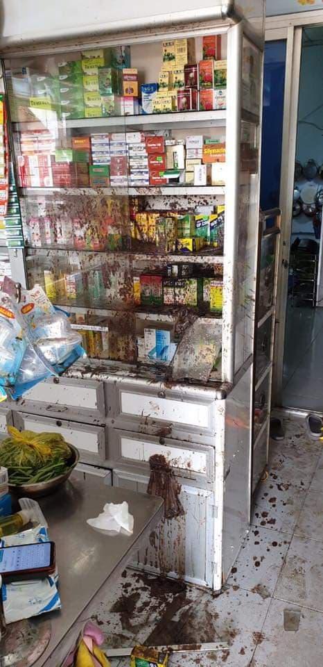 Nữ chủ tiệm thuốc tây bị tạt sơn, mắm tôm vì em trai mượn tiền không trả - Ảnh 2.