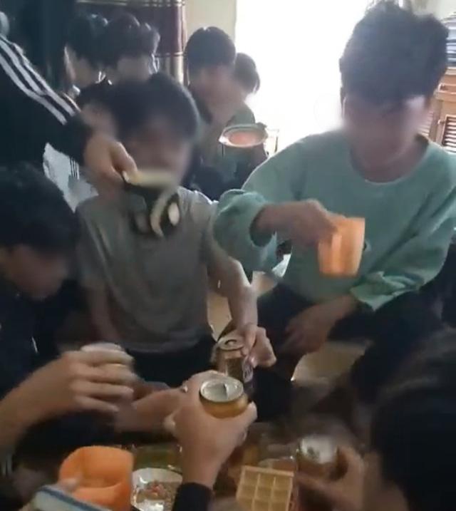 Chính quyền xác nhận có sự việc cô giáo uống bia cùng học sinh lớp 9 và quay clip đăng tải lên mạng xã hội - Ảnh 1.