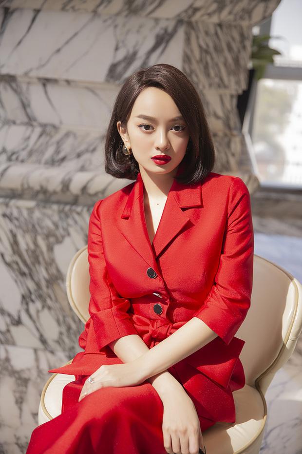 Hành trình nhan sắc của Kaity Nguyễn: Từ hotgirl ngực khủng đến ngọc nữ, lột xác ngoạn mục nhờ hút mỡ vòng 1 và giảm 9kg - Ảnh 28.