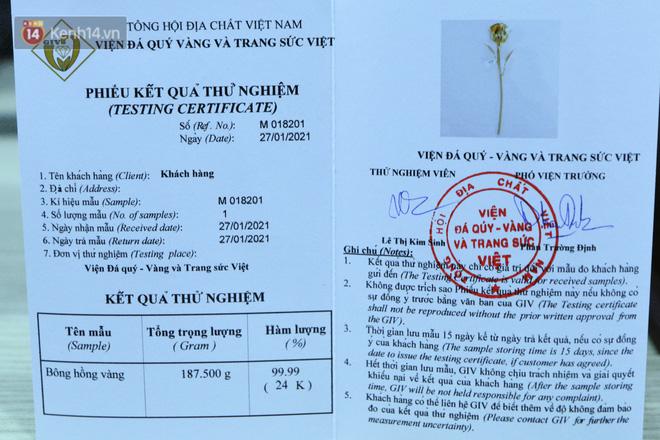 Cận cảnh hoa hồng đúc vàng giá 330 triệu đồng được đại gia Hải Phòng mua làm quà tặng ngày 8/3 - Ảnh 7.
