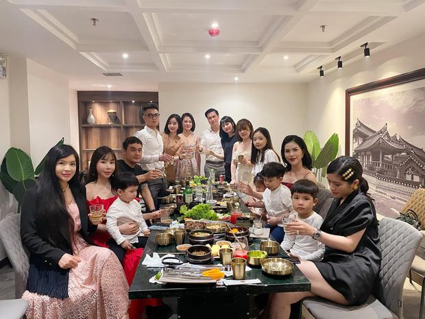 Việt Anh và vợ cũ hội ngộ mừng sinh nhật con trai, nhìn biểu cảm biết ngay tình trạng quan hệ sau ly hôn - Ảnh 3.